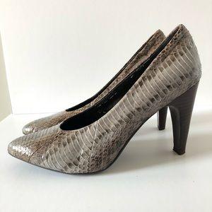 B makowsky leather snakeskin pattern heel